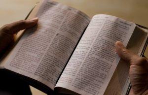 Acerca del uso y abuso de la Biblia en coyunturas políticas